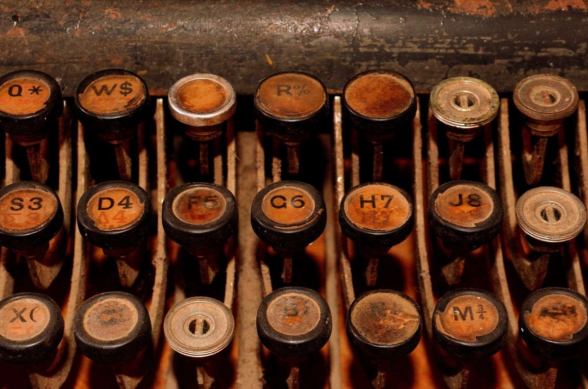 old_typewriter_typewriter_retro_keyboard_letters_mechanically_antique_nostalgia-1405326.jpg!d