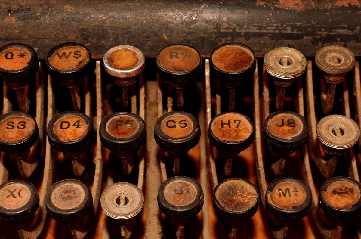 old_typewriter_typewriter_retro_keyboard_letters_mechanically_antique_nostalgia-1405326.jpg!d